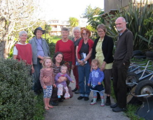 annie-wilson-third-adult-from-right-with-permaculture-group-and-some-earthsong-children